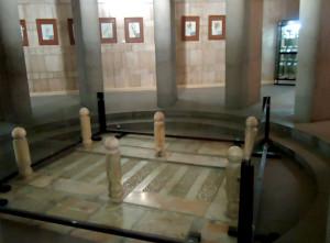 ruangan-makam-ibnu-sina