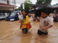 warga Manado mengungsi (foto: Antara)