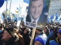Ribuan Demonstan Pro-Pemerintah Ukraina Kepung Kedubes Amerika