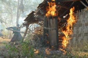 rumah syiah sampang dibakar massa (foto:suarapembaruan.com)