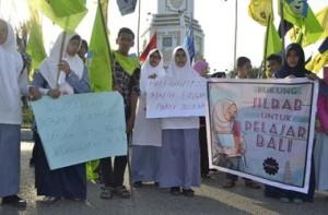 demo dukung jilbab