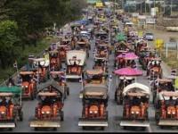 Demonstran Siap Kepung Bandara Bangkok dengan Traktor