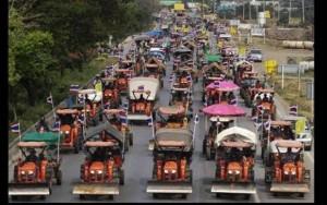 demontrasi thailand traktor