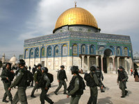Tentara Israel Serbu Al Aqsa
