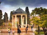 Hujan di Taman Penyair