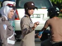 DPR Kembali Pertanyakan Kebijakan Jilbab Polwan