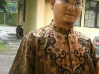 Bung Karno, Peci Hitam dan Identifikasi Muslim Proletar
