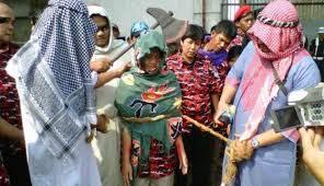 aksi teatrikal dalam demonstrasi  dukung Ruyati (tkw di Arab Saudi (foto:vivanews)