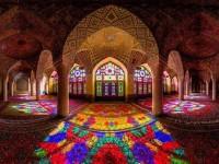 Pesona Kelembutan Masjid Pink