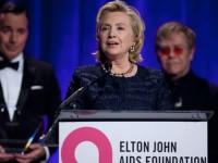Hillary Clinton Dilempar Sepatu Saat Pidato
