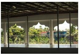 Jendela besar tak berdaun, foto: Syam Asinar