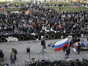 pro-russian-separatists-build-barricades-in-east-ukraine-as-kiev-warns-of-force