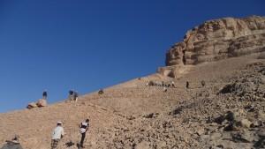 Menuju puncak bukit, foto: Dzul Fahmi