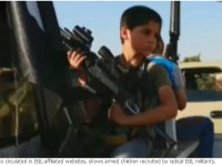 Di Irak, ISIS Rekrut Anak Dibawah Umur Angkat Senjata