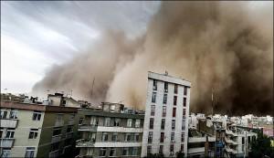 بالصور..عاصفة غير مسبوقة تضرب طهران وسقوط ضحايا