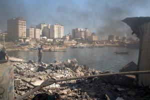 reruntuhan pasca serangan Israel di pantai Gaza (New York Times)
