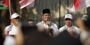 Prabowo di depan massa demo pro-Palestina (foto:Kompas)