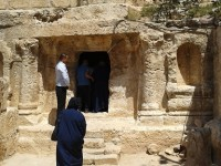 Berkunjung ke Gua Ashabul Kahfi