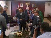 McCain dan Rombongan Ke Indonesia, Ada Apa?