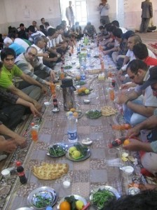 Travelling iran Makan Bersama di Masjid Abu Bakr Ra