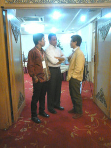 kiri-kanan: Iwan Nurdin, Anies Baswedan, Noer Fauzi Rachman (foto; Achmad Ya'kub)