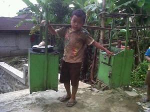 Samsul, bocah kecil penjual cilok