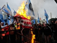 Para Pekerja Argentina Protes AS