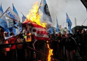 bakar bendera as