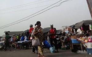 Pasar tradisional di Pantai Gading. Foto: Qonie