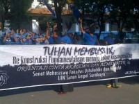 """Tokoh MUI Malang Laporkan Spanduk """"Tuhan Membusuk"""""""