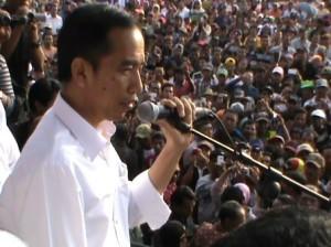 Jokowi di depan petani tebu (foto:Detikcom)