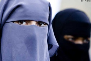 muslim-women-in-australia-to-remove-burqa