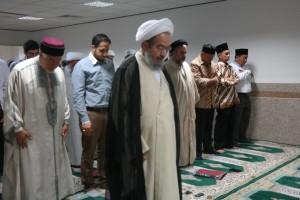 Shalat bersama dengan ulama-ulama di Iran