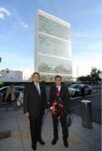 Abror Rizki bersama SBY di depan gedung PBB/detikcom