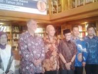 Empat peneliti berfoto bersama Pak Habibie/detikcom