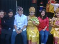 Devi Rizal berasama teman-temannya/berkuliah.com