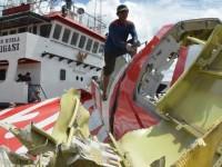 ekor pesawat AirAsia QZ8501 (foto:AFP)