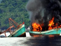 Peledakan kapal illegal