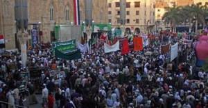 Kemeriahan di depan masjid Husein