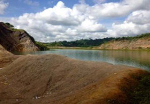 salah satu lubang tambang maut di Samarinda (foto: suaraagraria.com)