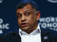 Tony Fernandes Menyurati Pelanggan Air Asia
