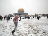 Salju dan Keceriaan Anak-anak Palestina