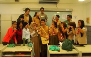 Rahma bersama siswa-siswa di Singapura