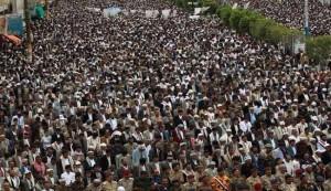 عشرات الاف اليمنيين يتظاهرون، محذرين من التدخل الخارجي