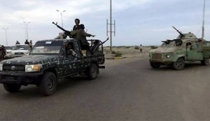 الجيش واللجان الثورية تحكم الطوق على عدن وهادي يفرّ..