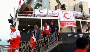 سفينة حربية تتابع سفينة الإنقاذ الإيرانية لليمن