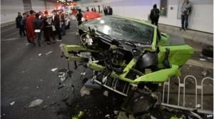 kecelakaan mobil mewah cina