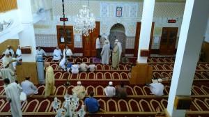 Suasana dalam masjid (foto: Alvian)
