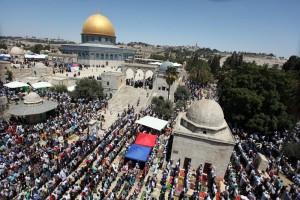 shalat di masjid al-aqsa palestina