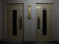 Seorang Wanita Tewas Membusuk dalam Lift yang Macet di Cina